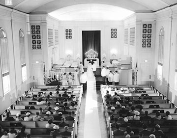 Photo of Glenview Community Church sanctuary in the 1950s.